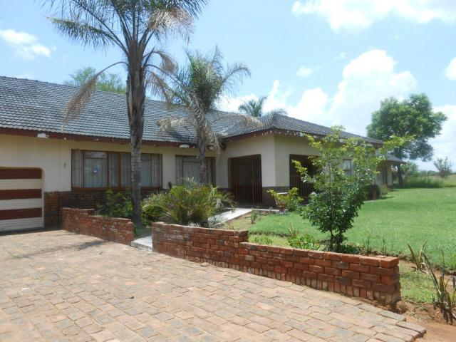 Standard bank repossessed 6 bedroom house for sale for for North west house