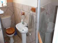 Bathroom 1 - 3 square meters of property in Monavoni