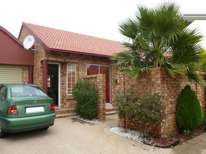 2 Bedroom Simplex for Sale For Sale in Rooihuiskraal - Private Sale - MR00223