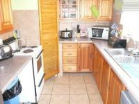 Kitchen - 9 square meters of property in Wierdapark