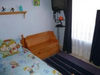 Main Bedroom - 13 square meters of property in Die Hoewes