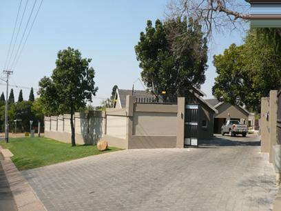 4 Bedroom House for Sale For Sale in Constantia Glen - Private Sale - MR00272