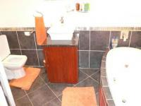Bathroom 1 - 7 square meters of property in Constantia Glen