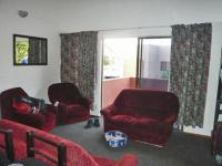 Lounges - 21 square meters of property in Bromhof