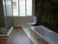Bathroom 1 - 17 square meters of property in Val de Grace