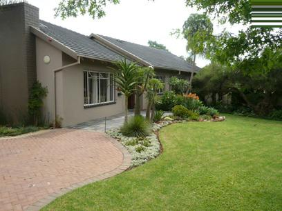 4 Bedroom House For Sale in Waterkloof - Home Sell - MR00327