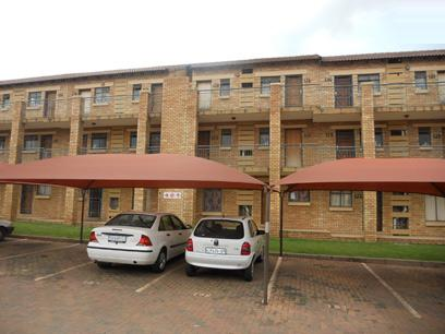Standard Bank Repossessed 2 Bedroom Apartment for Sale on online auction in Karenpark - MR00477