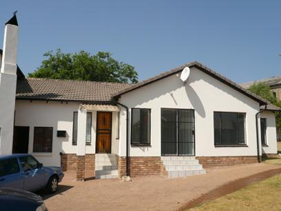 3 Bedroom House For Sale in Heuweloord - Home Sell - MR01277