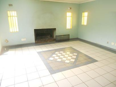 Lounges - 39 square meters of property in Krugersdorp