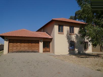 Standard Bank Mandated 3 Bedroom House on online auction in Silver Lakes Estate - MR021968