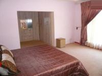 Main Bedroom - 22 square meters of property in Silverton