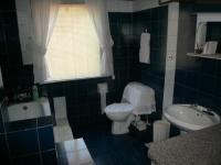 Main Bathroom - 10 square meters of property in Silverton
