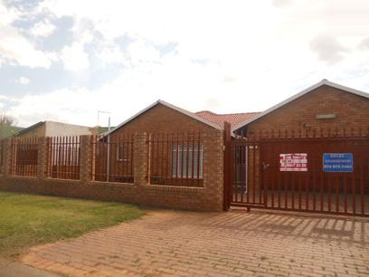 Standard Bank Repossessed 4 Bedroom House for Sale on online auction in Lenasia South - MR022006