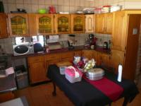 Kitchen - 13 square meters of property in Sinoville