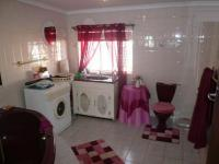 Bathroom 1 - 9 square meters of property in Sinoville