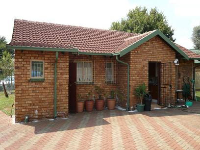 2 Bedroom House for Sale For Sale in Zwartkop - Home Sell - MR02218
