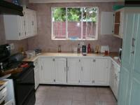 Kitchen - 17 square meters of property in Die Wilgers