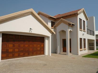3 Bedroom House for Sale For Sale in Silver Lakes Golf Estate - Private Sale - MR02220