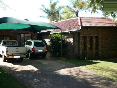 4 Bedroom House for Sale For Sale in Garsfontein - Home Sell - MR02236
