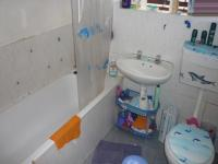 Bathroom 1 - 7 square meters of property in Woodlands - CPT
