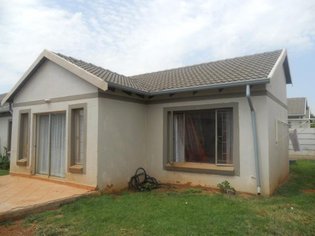 Standard Bank Repossessed 2 Bedroom Sectional Title for Sale on online auction in Eldorette - MR022530