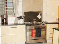 Kitchen - 23 square meters of property in Noordheuwel