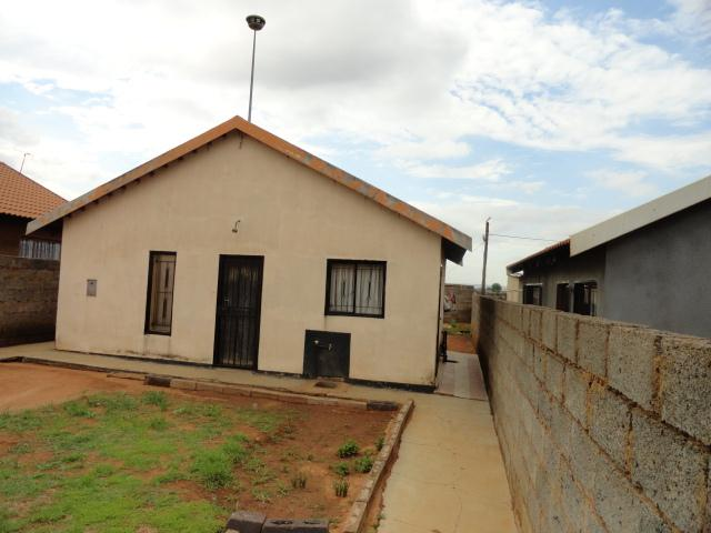 Standard Bank Repossessed 2 Bedroom House for Sale on online auction in Katlehong - MR022650
