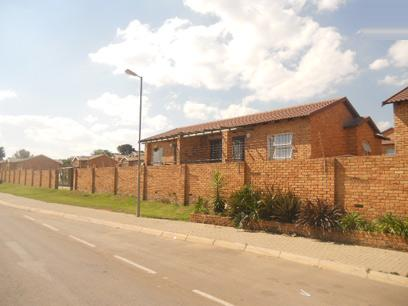 Standard Bank EasySell 2 Bedroom Simplex For Sale in Honeydew - MR022698