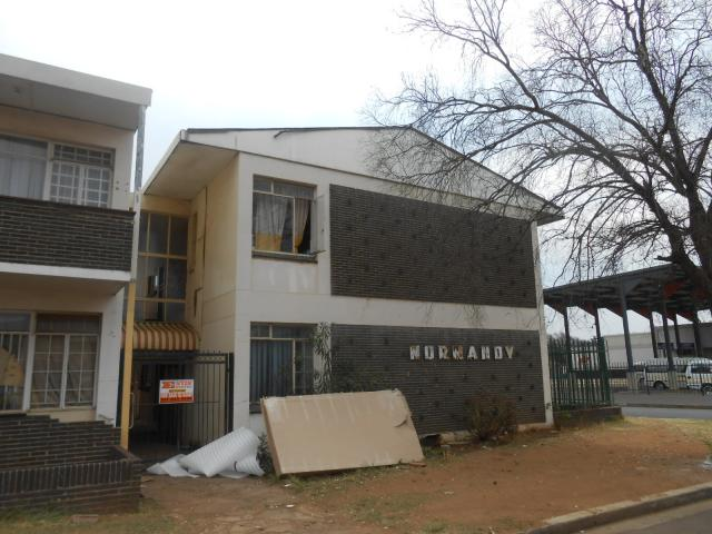 Standard Bank Repossessed 1 Bedroom Apartment on online auction in Randfontein - MR022699