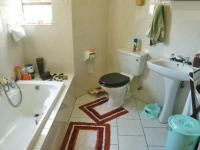 Main Bathroom - 5 square meters of property in Little Falls