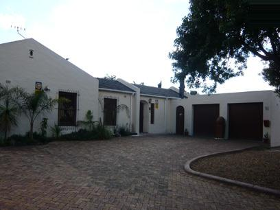 4 Bedroom House For Sale in Edgemead - Home Sell - MR02287