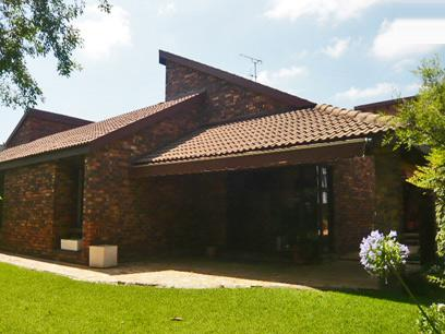 3 Bedroom Cluster for Sale and to Rent For Sale in Fourways Gardens - Private Sale - MR02310
