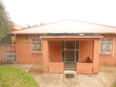 Standard Bank Repossessed 3 Bedroom House for Sale on online auction in Bezuidenhout Valley - MR023204