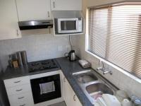 Kitchen - 17 square meters of property in Mondeor