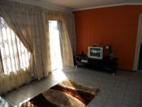 Lounges - 40 square meters of property in Mondeor