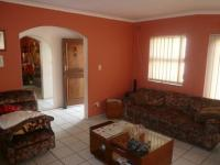 Lounges - 15 square meters of property in Bellville