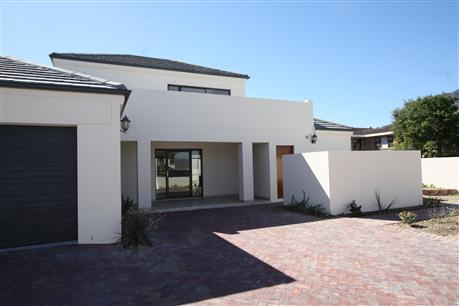 3 Bedroom House to Rent in Somerset West - Property to rent - MR026274