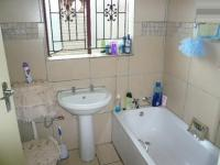 Bathroom 2 - 3 square meters of property in The Orchards