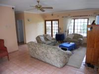 Lounges - 30 square meters of property in Umkomaas