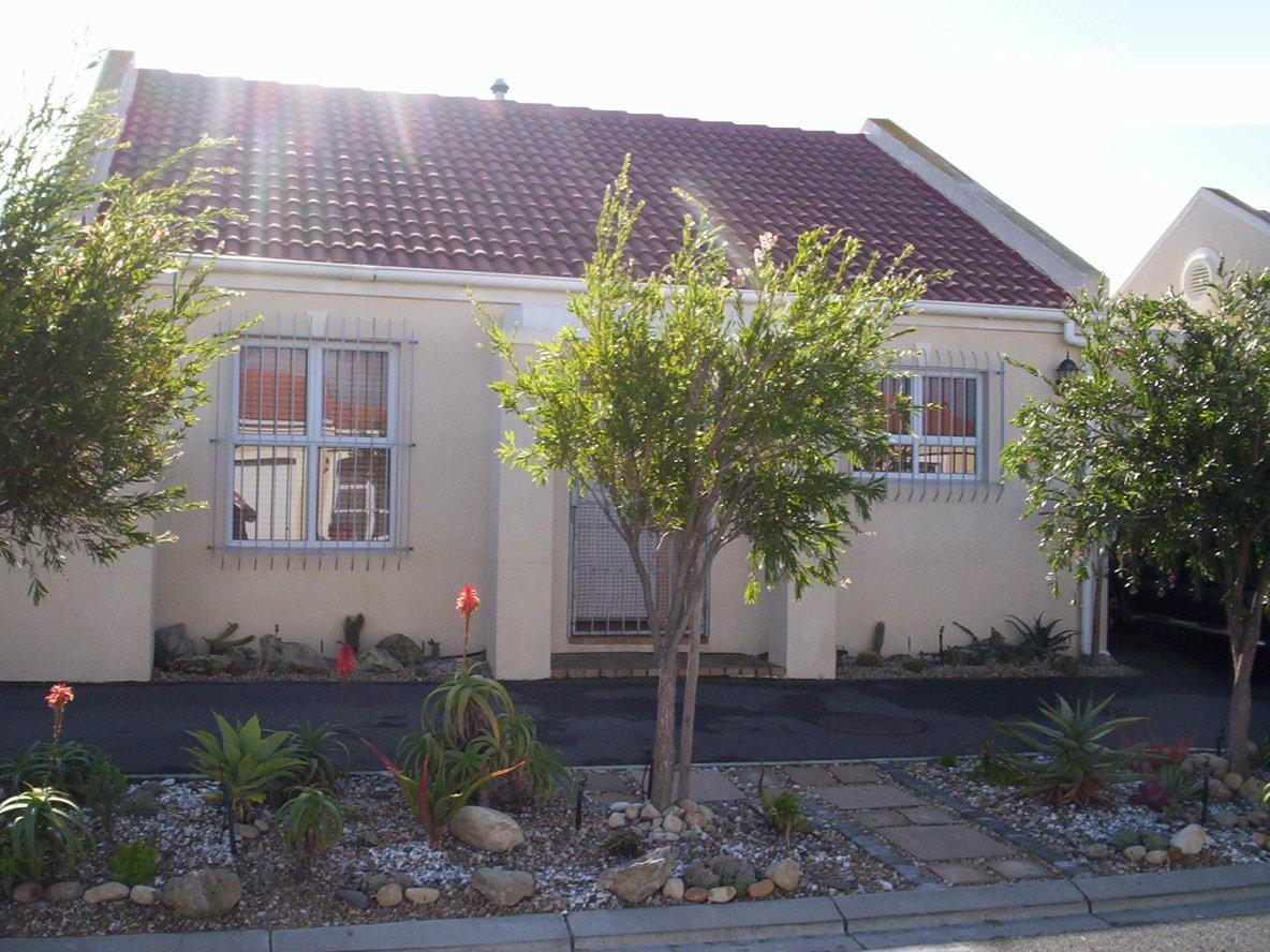 2 Bedroom House for Sale For Sale in Sunningdale - CPT - Private Sale - MR026890