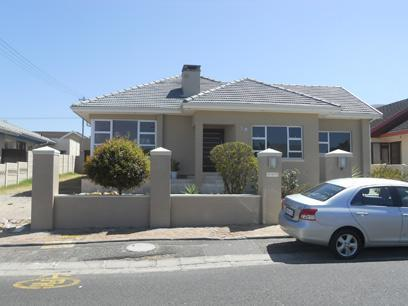 4 Bedroom House For Sale in Parow North - Private Sale - MR026902