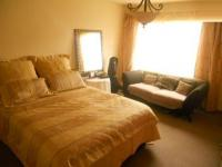 Main Bedroom - 21 square meters of property in Klipriviersberg