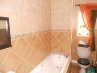 Bathroom 1 - 5 square meters of property in Klipriviersberg