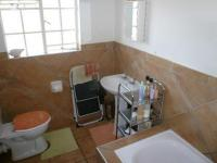 Main Bathroom - 6 square meters of property in Theresapark