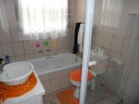 Bathroom 1 - 5 square meters of property in Boksburg