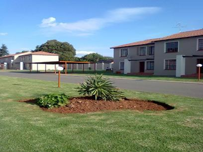 2 Bedroom Sectional Title for Sale For Sale in Roodepoort West - Private Sale - MR027400