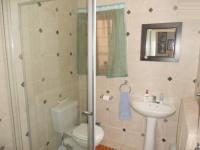 Main Bathroom - 3 square meters of property in Weltevreden Park