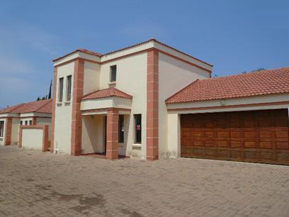 Standard Bank Repossessed 3 Bedroom Sectional Title for Sale For Sale in Mookgopong (Naboomspruit) - MR028341