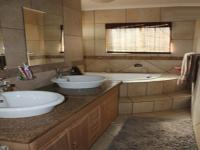 Main Bathroom - 17 square meters of property in Wilropark