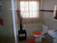 Bathroom 1 - 6 square meters of property in Willow Park Manor